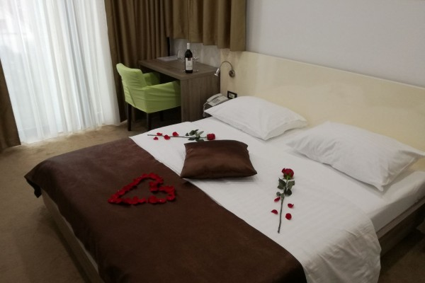 VALENTINES DAY IN THE HOTEL NATIONAL - EVERY RESERVATION FOR 14.02.  GETS SURPRISE GIFT